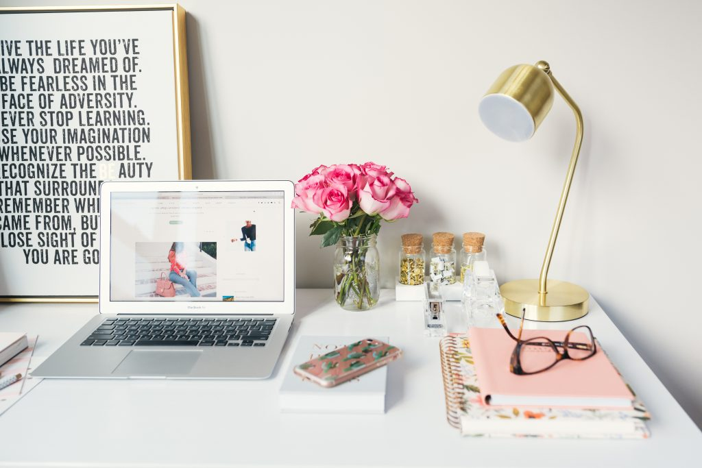 The Quickest Way To Become A Blogger, Right Now! Part 1.    via www.katelynnansari.com #blogger #becomingablogger #howtobeablogger #howtomakemoneyblogging #momblogger #startingablog